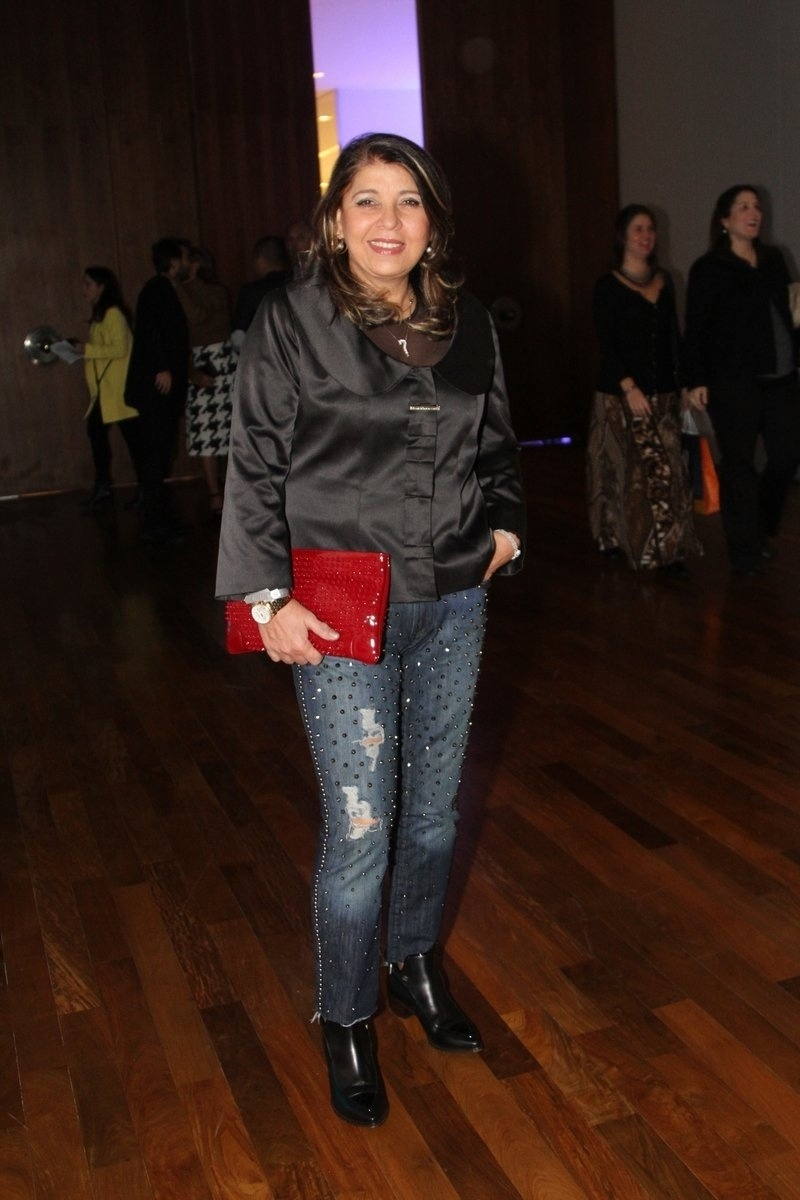 29.abr.2014 - Roberta Miranda vai ao lançamento da biografia oficial de Roberto Carlos em shopping de São Paulo