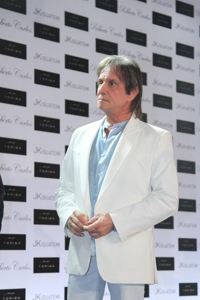 29.abr.2014 - Roberto Carlos lança sua biografia oficial em shopping de São Paulo