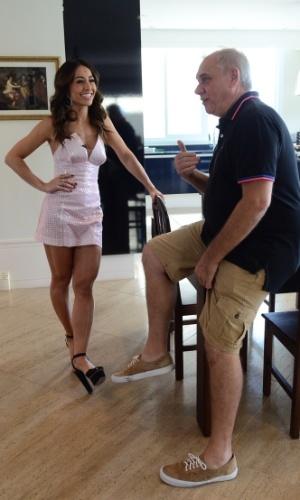 Marcelo Rezende e Sabrina Sato conversam na casa do apresentador. No segundo