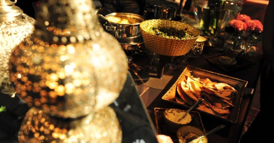 Proposta de mesa com temática árabe do Manish Culinária Árabe (www.manishrestaurante.com.br) com decoração de Sandra Campos para a Degustar 2014