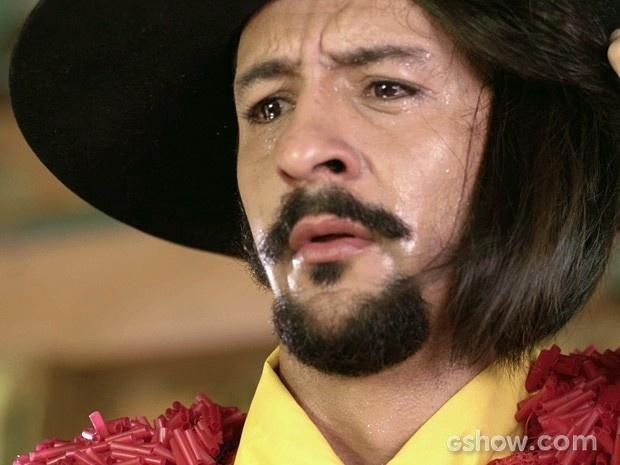 Zelão sente-se humilhado ao descobrir que Rodapé só escrevia rabiscos nas cartas para Juliana