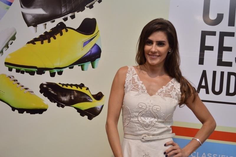 1.mai.2014 - A atriz Deborah Secco participou do Cine PE 2014