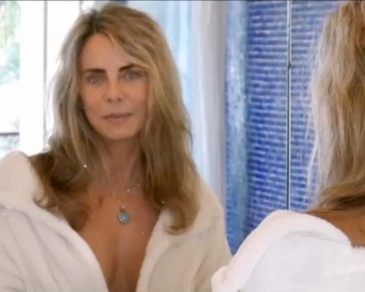 2.mai.2014 - Bruna Lombardi gravou vídeo tomando banho para conscientizar sobre o consumo de água