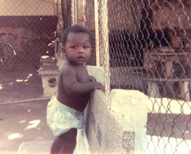 """Thiaguinho, na foto ainda bebê, já participou do reality show """"Fama"""", da Globo"""