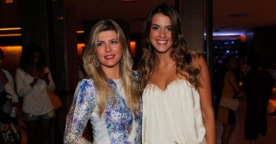 5.mai.2014 - Ex-BBBs Iris Stefanelli e Angela Munhoz estiveram na pré-estreia do filme