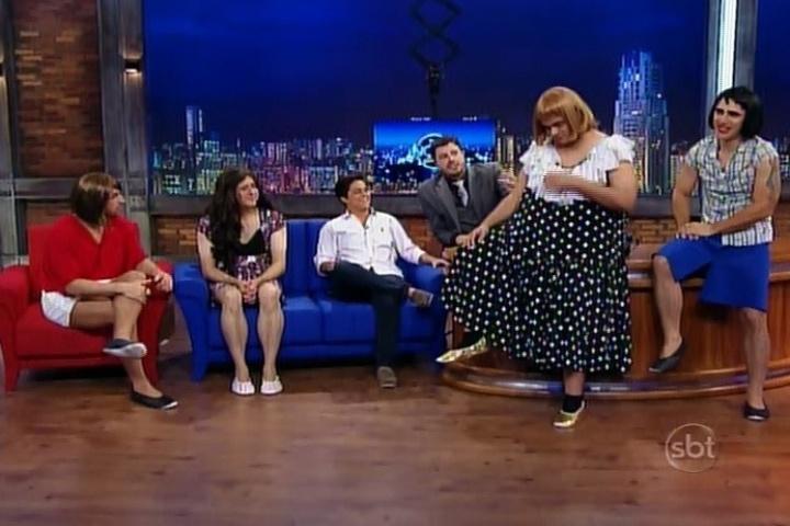 7.mai.2014 - Danilo Gentili veste homens de mulheres para tentar conquistar Thammy Miranda no
