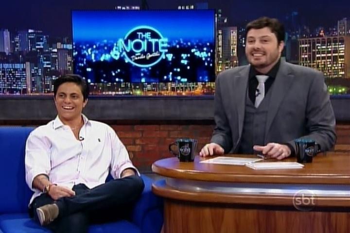 7.mai.2014 - Thammy Miranda conversa com Danilo Gentili no