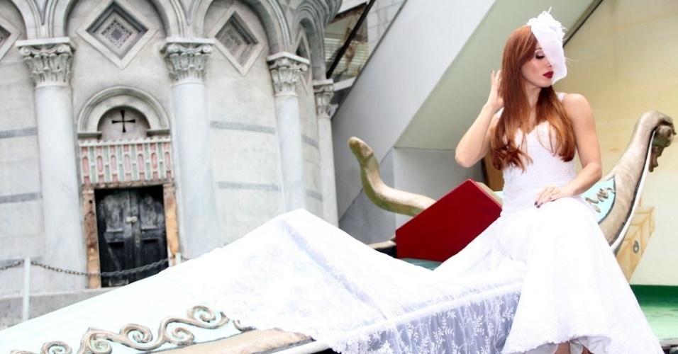 8.mai.2014 - A ex-BBB Aline Dahlen participou de uma sessão de fotos para o catálogo da SM Maison em especial de Dia das Mães na Barra da Tijuca, zona oeste do Rio de Janeiro. A atriz usou uma casquete que, para manter o mistério, acabou escondendo seu nariz. Recentemente ela passou por uma cirurgia para corrigir um desvio de septo.A ex-sister também aumentou as próteses de silicone dos seios