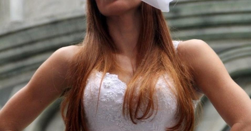 8.mai.2014 - A ex-BBB Aline Dahlen participou de uma sessão de fotos para o catálogo da SM Maison em especial de Dia das Mães na Barra da Tijuca, zona oeste do Rio de Janeiro. A atriz usou uma casquete que, para manter o mistério, acabou escondendo seu nariz. Recentemente ela passou por uma cirurgia para corrigir um desvio de septo. A ex-sister também aumentou as próteses de silicone dos seios