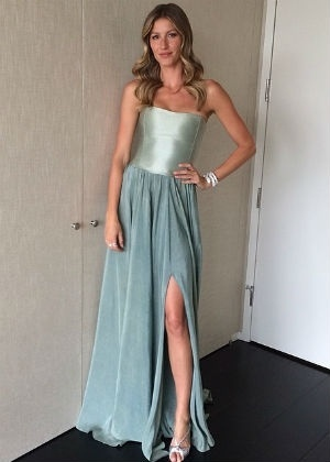Gisele Bündchen posa com o vestido eco-friendly