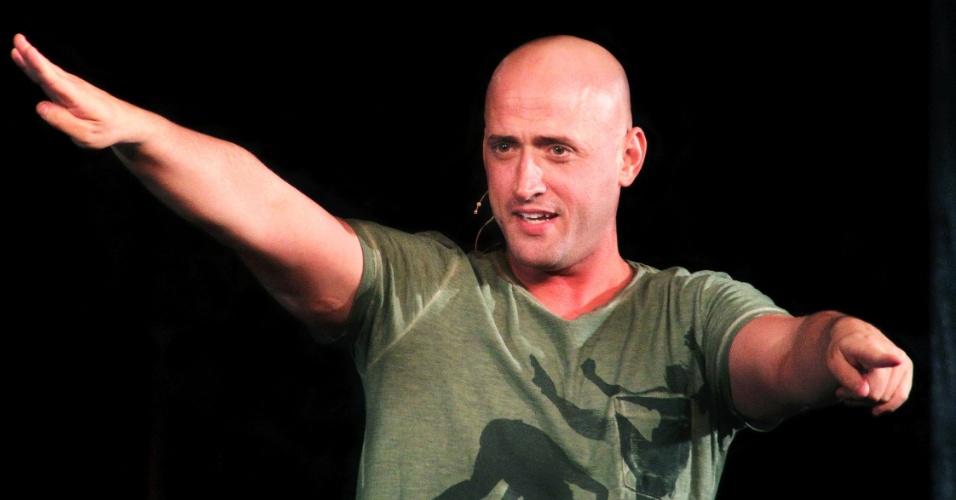 Paulo Gustavo em cena da peça