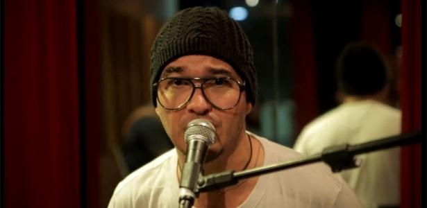 Alexandre Pessoal, conhecido como Gugu, é vocalista do grupo Fica Comigo