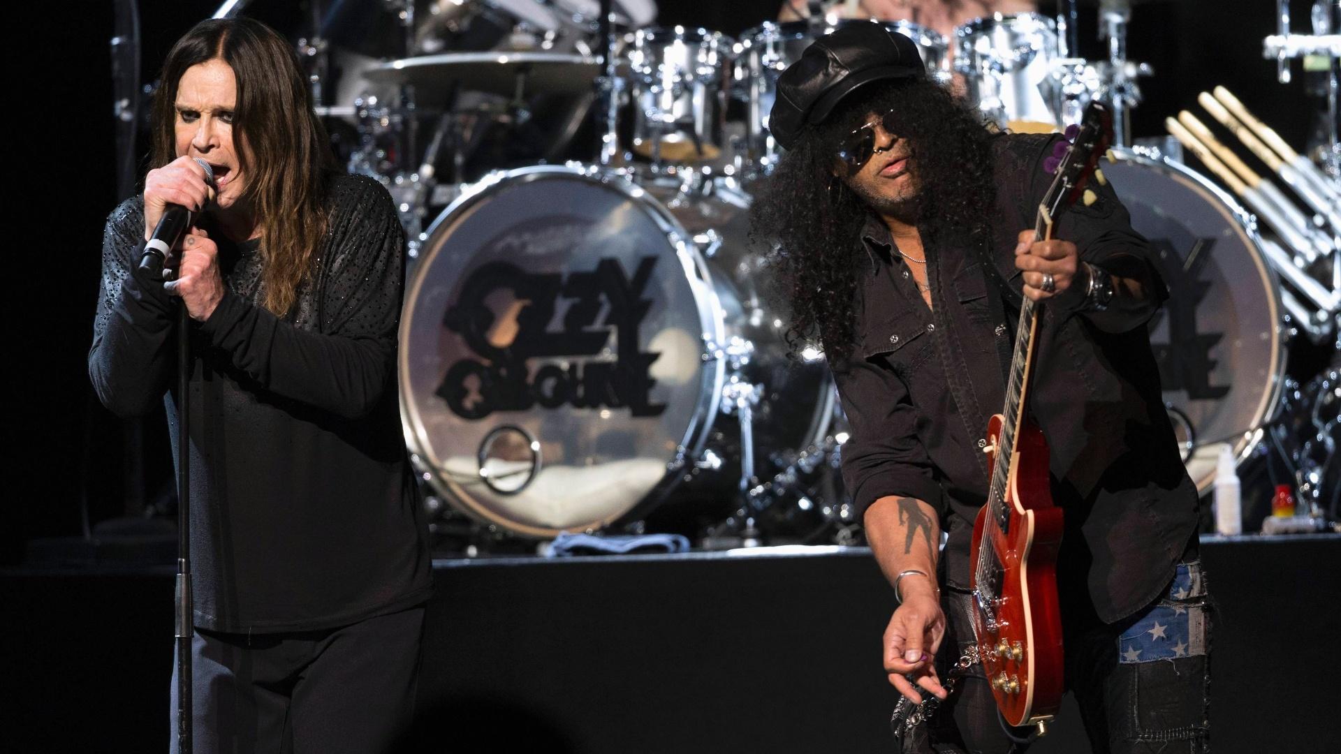 Ozzy Osbourne se apresenta ao lado de Slash no 10º MusiCares, em Los Angeles, nos EUA
