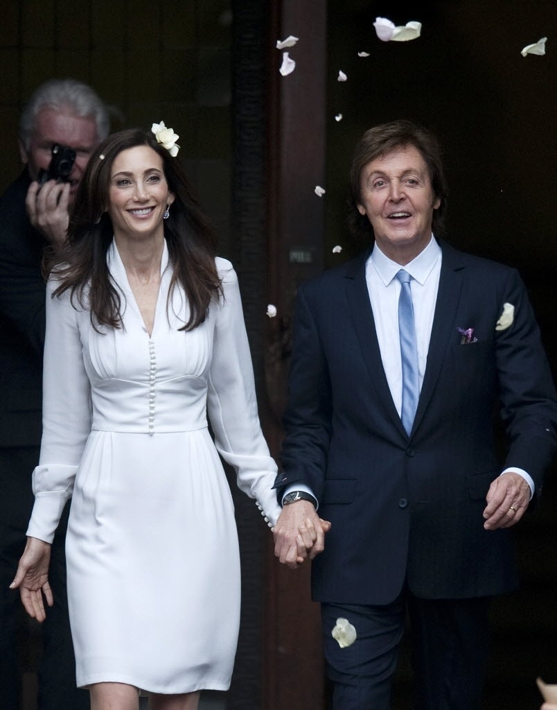 9.out.2011 - O ex-Beatle, Paul McCartney, se casa com a milionária norte-americana Nancy Shevell, em Marylebone Town Hall, em Londres