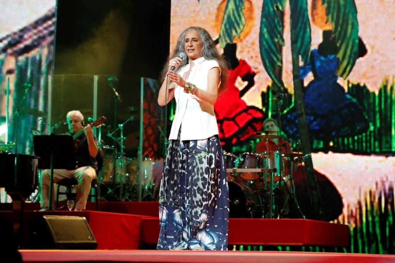 14.mai.2014 - Maria Bethânia encanta o público do 25º Prêmio da Música Brasileira no Theatro Municipal do Rio de Janeiro