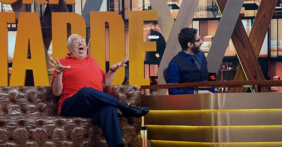 Boris Casoy faz careta durante papo com Rafinha Bastos