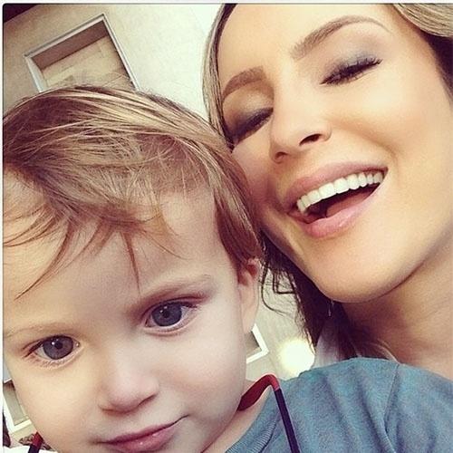 16.mai.2014 - Claudia Leitte compartilhou com seus seguidores no Instagram uma foto fofa ao lado de seu filho caçula,