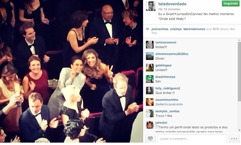 17.mai.2014 - Taís Araújo e Grazi Massafera se divertiram dentro de uma sala de cinema durante o Festival de Cannes. Sorridentes, as atrizes posaram para foto.