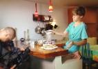 Garoto de 13 anos prepara mais de cem pratos e vende receitas pela internet