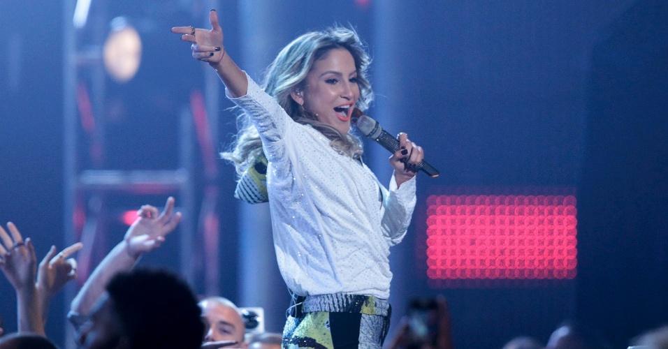 """18.mai.2014 - Jennifer Lopez, Pitbull e Claudia Leitte se apresentam no 2014 Billboard Music Awards em Las Vegas. O trio cantou """"We Are One"""", música oficial da Copa do Mundo de 2014"""