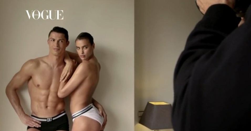 18.mai.2014 - Cristiano Ronaldo e Irina Shayk posam apenas de cueca e calcinha para a
