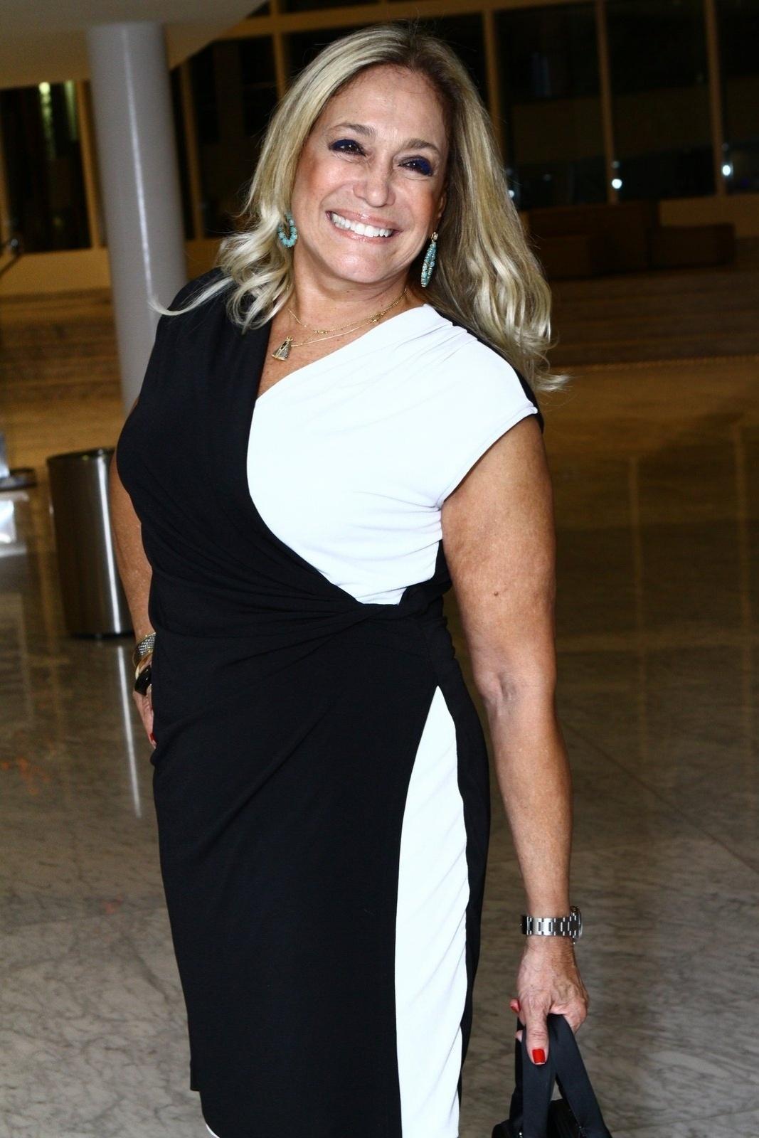 19.mai.2014 - Susana Vieira prestigiou a estreia do musical