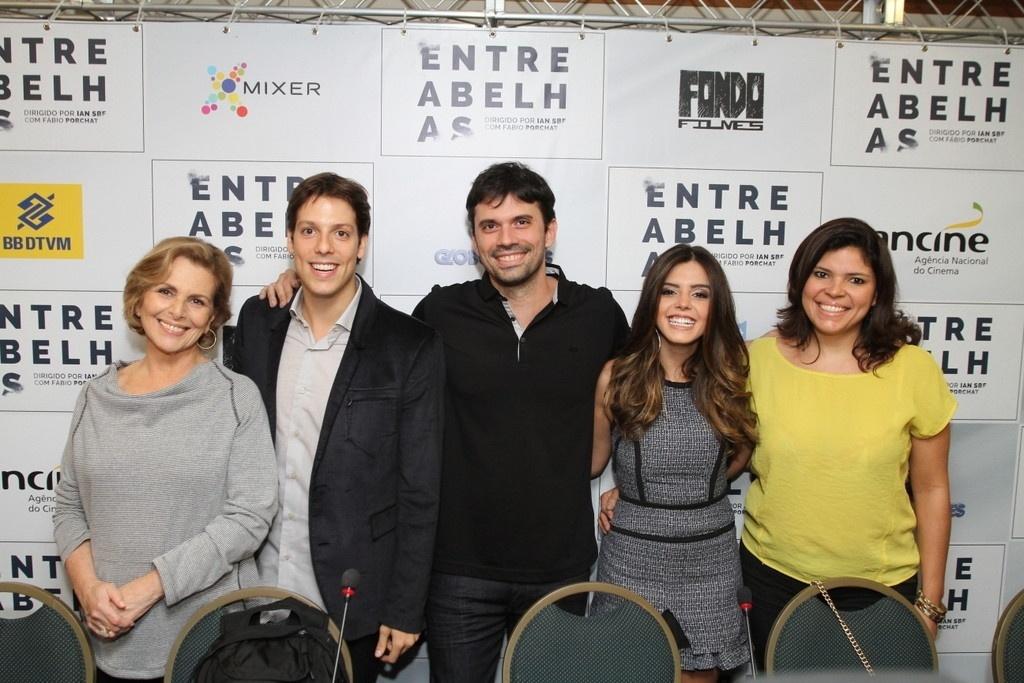 20.mai.2014 - Irene Ravache, Fábio Porchat, Ian SBF e Giovanna Lancellotti em entrevista coletiva de