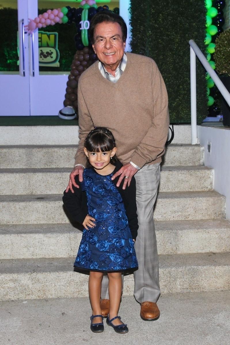 20.mai.2014 - Agnaldo Rayol comparece à festa de seis anos de Rodrigo, filho de Fausto Silva, em um buffet infantil de São Paulo. Com uma camisa do São Paulo, o garoto escolheu o tema