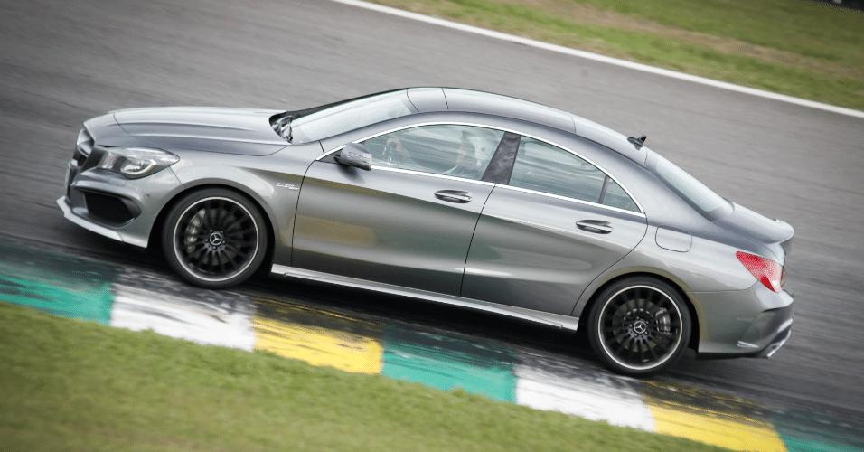 Cla 45 amg bol fotos bol fotos for Mercedes benz cla 500