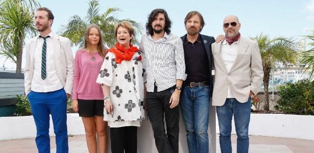 O diretor Lisandro Alonso (terceiro da esquerda para a direita) e o elenco de Jauja em Cannes