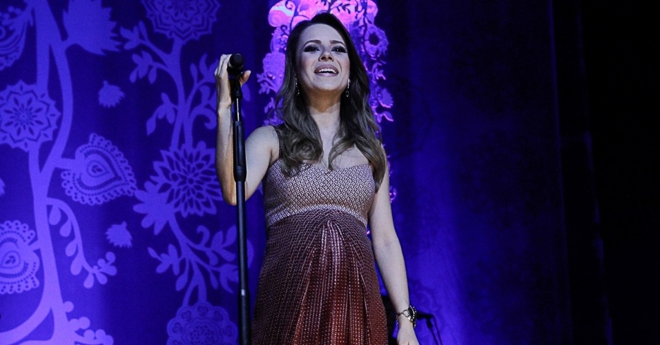 23.mai.2014 - Grávida de oito meses, Sandy faz seu último show no HSBC Brasil, na zona sul de São Paulo, antes de entrar em licença maternidade