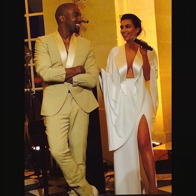 23.mai.2014 - O casal Kanye West e Kim Kardashian fazem cerimônia para amigos no Palácio de Versailles, na França, antes do casamento oficial