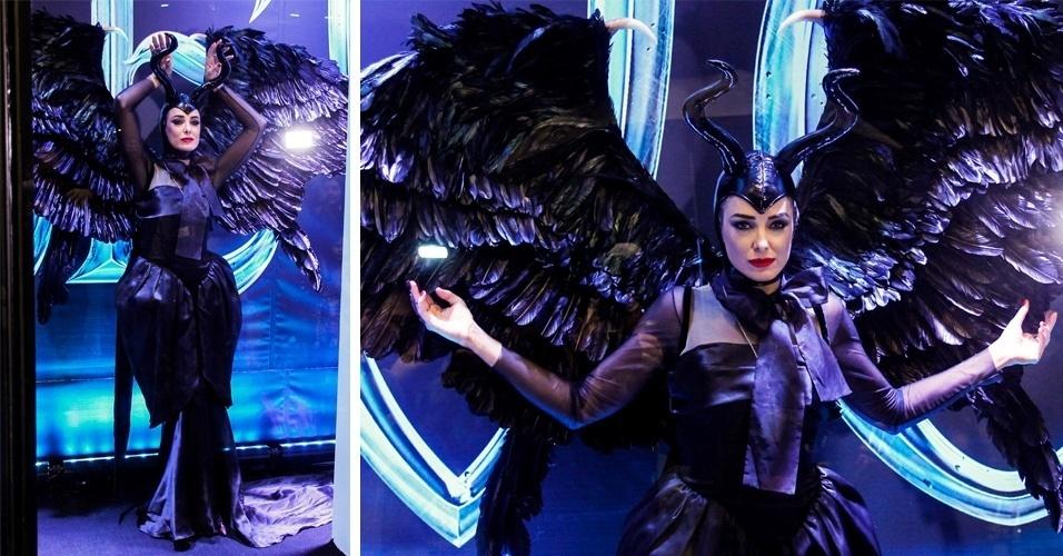 23.mai.2014 - Ticiane Pinheiro se veste, mais uma vez, da personagem Malévola - vivida por Angelina Jolie no filme homônimo - em uma vitrine viva nop Shopping JK Iguatemi, nesta sexta-feira, em São Paulo