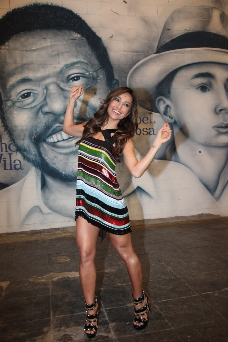 24.mai.2014 - Sabrina Sato vai à quadra da Vila Isabel, onde foi coroada a rainha de bateria da escola no Carnaval de 2015