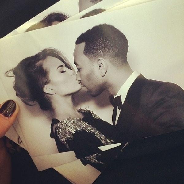24.mai.2014 - Chrissy Teigen e o músico John Legend marcaram presença no casamento de Kim Kardashian e Kanye West em Florença, na Itália
