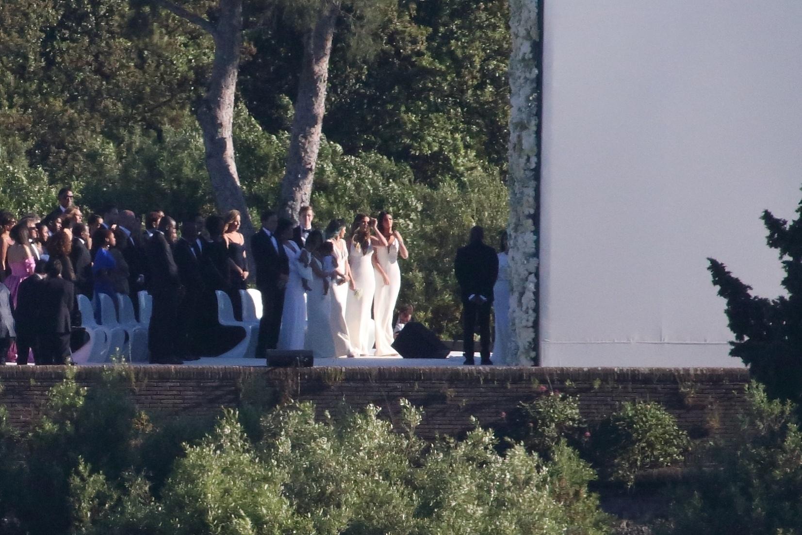 24.mai.2014 - Com cerca de 600 convidados, Kim Kardashian e Kanye West se casam no Forte di Belvedere, em Florença. O tenor Andrea Bocelli cantou