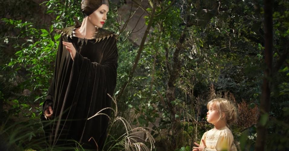 Em cena como Malévola, Angelina Jolie contracena com sua filha Vivienne, que interpreta a princesa Aurora quando criança