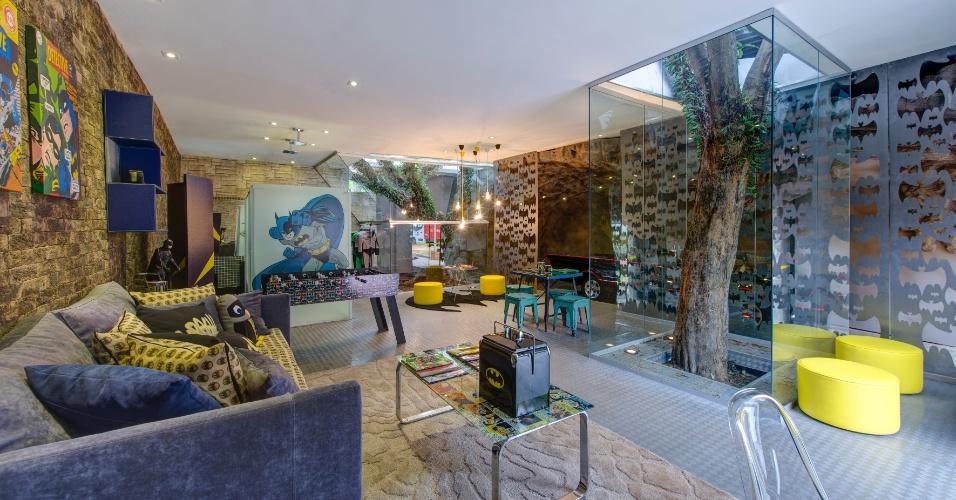 A arquiteta Maite Maiani assina a Brinquedoteca, uma área de 240 m² dividida em dois ambientes: um espaço inspirado pelo Batman (foto) e outro com o tema