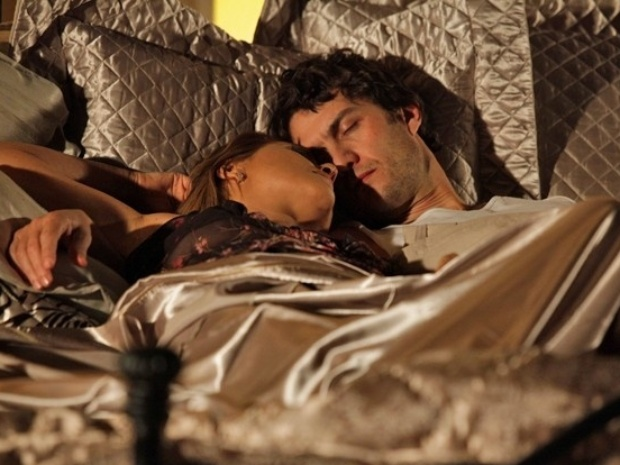 Após apanhar de Virgílio, Laerte dorme com Shirley