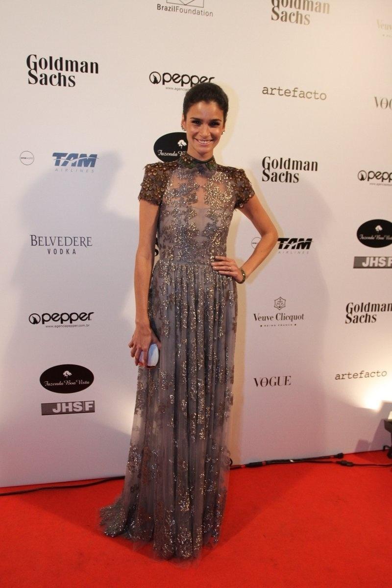 29.mai.2014 - A modelo Carol Ribeiro prestigiou o baile de gala promovido pela ONG BrazilFoundation, em São Paulo