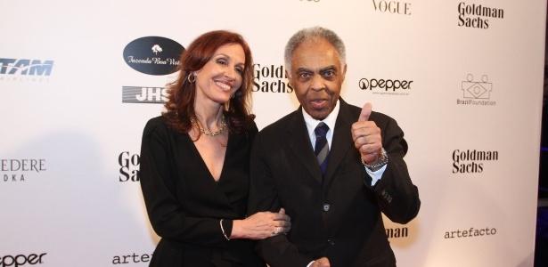 29.mai.2014 - Flora Gil e Gilberto Gil prestigiaram o baile de gala promovido pela ONG BrazilFoundation, em São Paulo