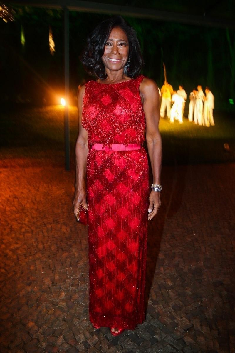 29.mai.2014 - Gloria Maria prestigiou o baile de gala promovido pela ONG BrazilFoundation, em São Paulo