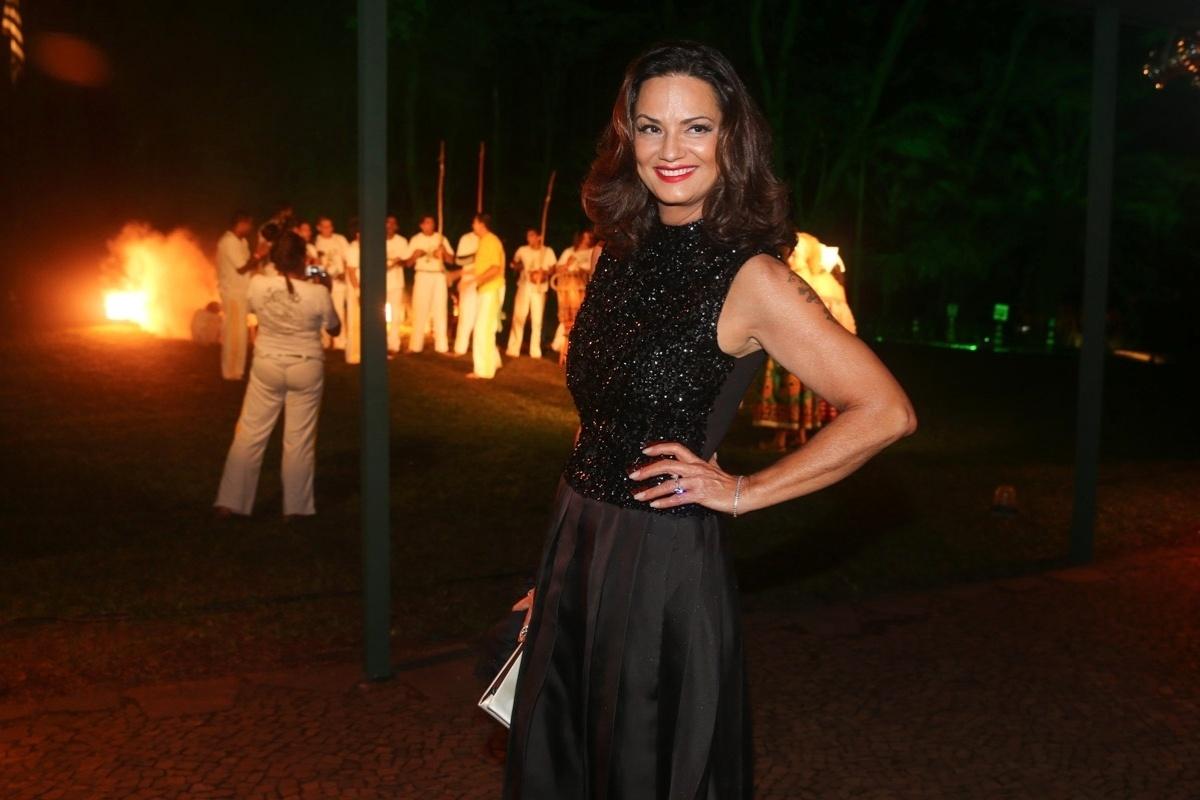 29.mai.2014 - Luiza Brunet prestigiou o baile de gala promovido pela ONG BrazilFoundation, em São Paulo