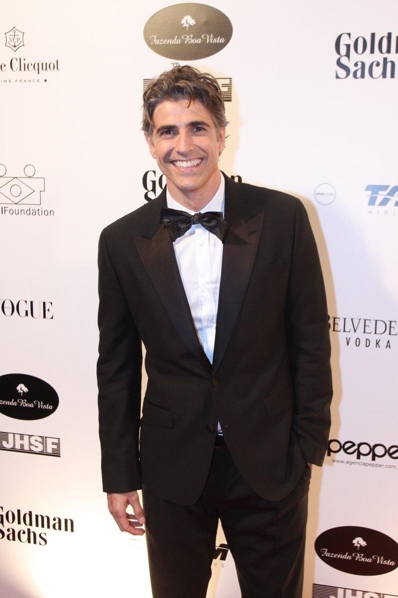 29.mai.2014 - Reynaldo Gianecchini prestigiou o baile de gala promovido pela ONG BrazilFoundation, em São Paulo
