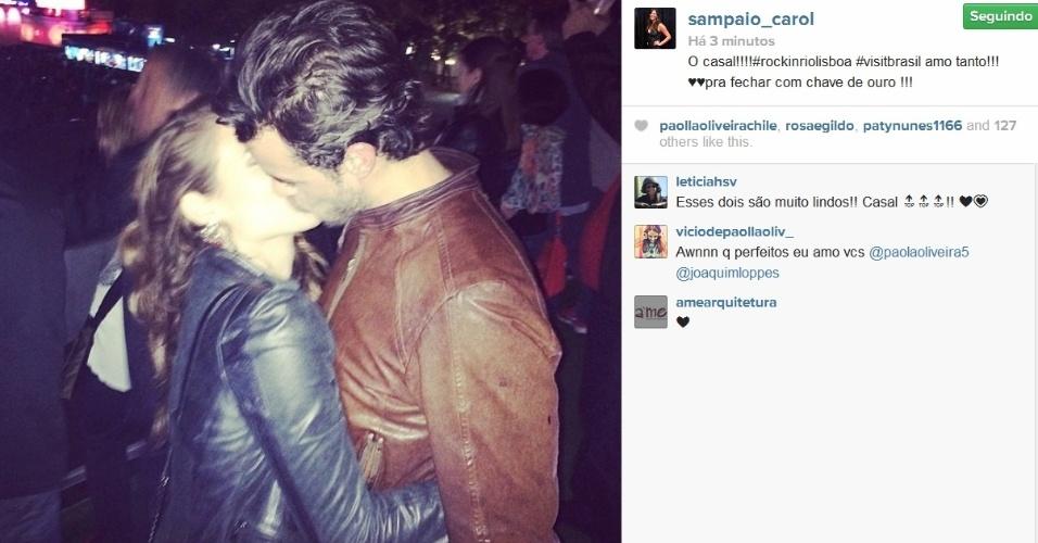 29.mai.2014- Paolla Oliveira e Joaquim Lopes trocam beijos apaixonados no Rock in Rio Lisboa, em Portugal. A foto foi publicada pela promoter carioca Carol Sampaio no Instagram:
