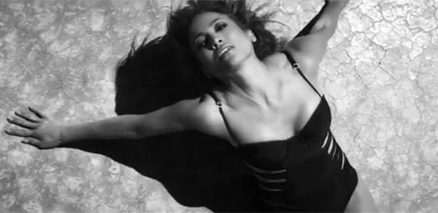 Jennifer Lopez sensualiza em clipe de