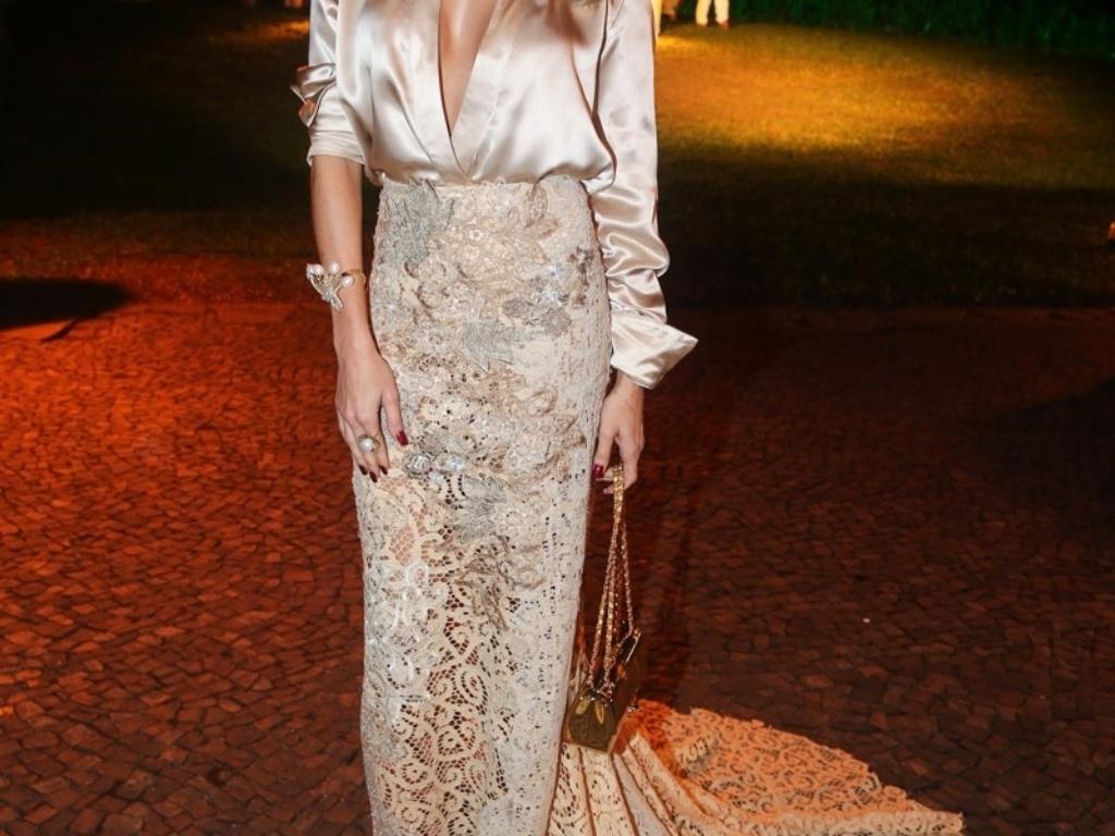 29.mai.2014 - Deborah Secco prestigia o baile de gala promovido pela ONG BrazilFoundation, em São Paulo