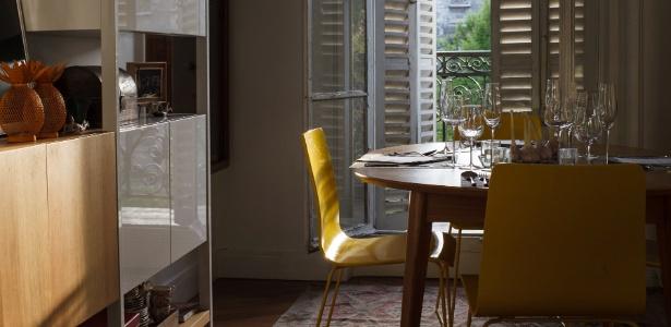 As refeições são realizadas dentro de uma charmosa residência de Montmartre