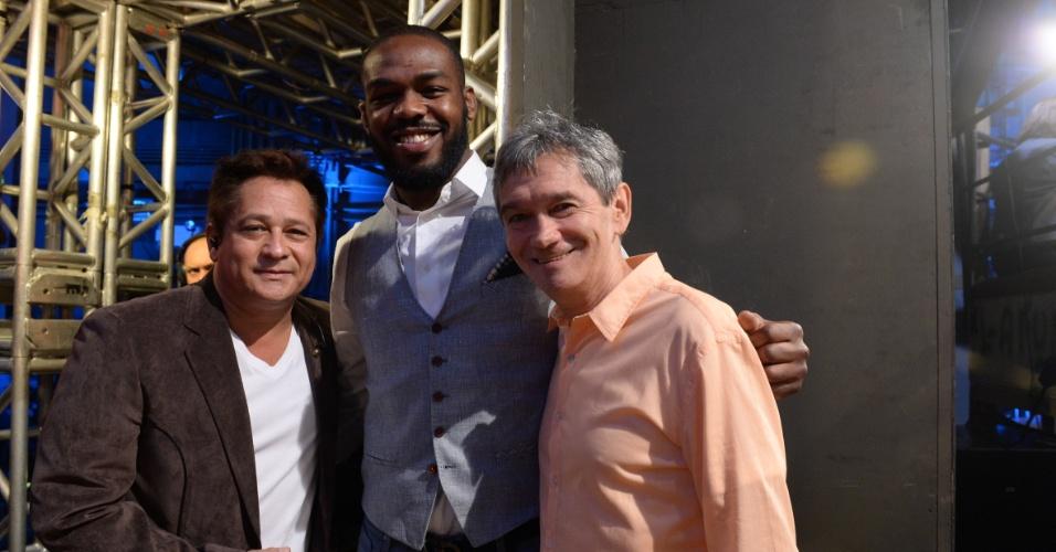 Leonardo, o lutador de MMA Jon Jones e Serginho Groisman nos bastidores do