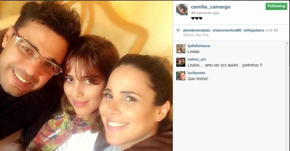 3.jun.2014 - Em almoço, Camilla posta foto com o pai Zezé e com a irmã Wanessa Camargo
